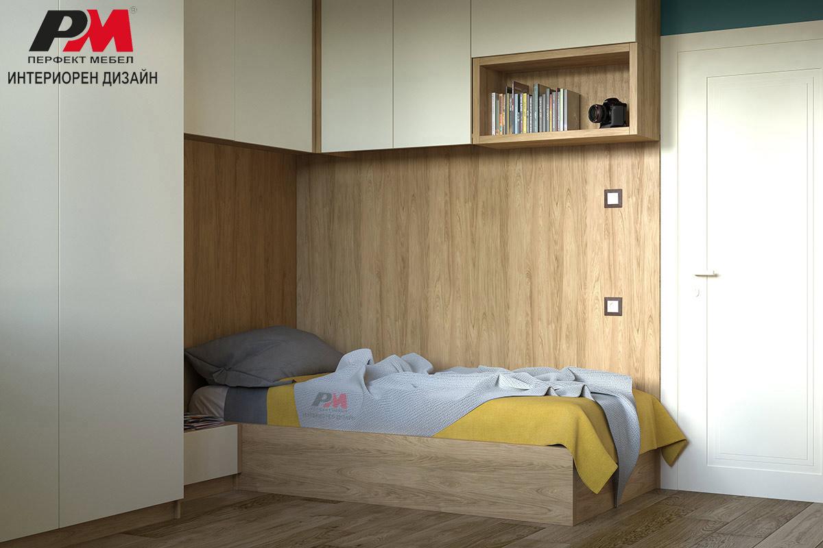 Успокояващо спално помещение в кремави тонове и дървесен декор