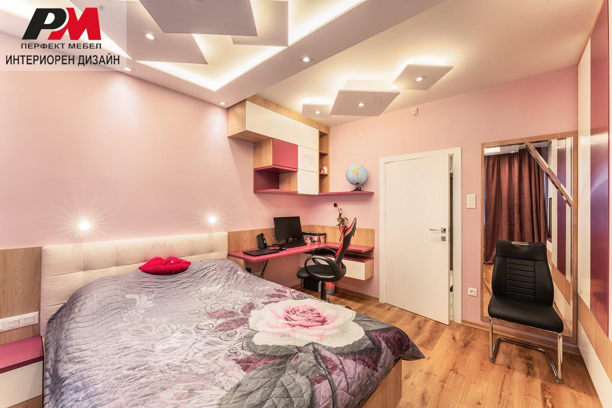 Забавен и стилен интериор на детско-юношеска стая за момиче